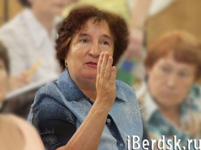 Исключен уволившийся председатель комитета по ЖКХ Владимир Николаев.